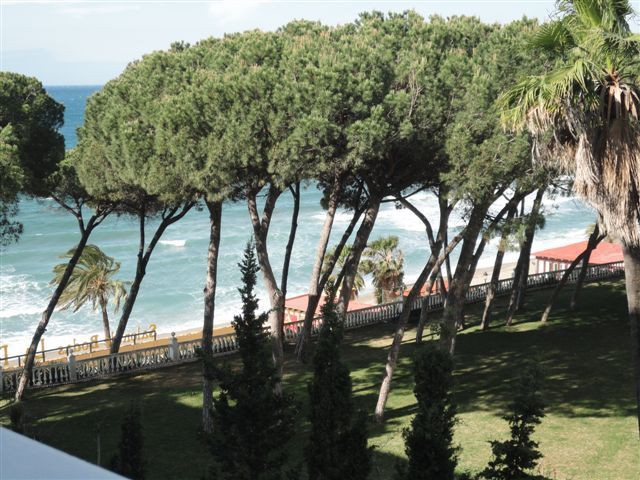 BEAUTIFUL APARTMENT FOR SALE IN MARBELLA GOLDEN MILE - Nevado Realty Real Estate