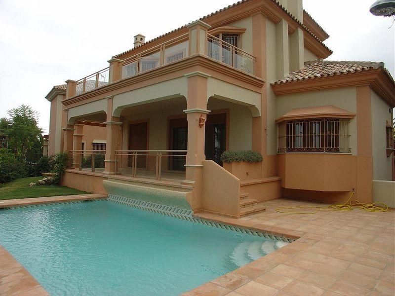 CHARMING FAMILY VILLA IN MARBELLA CENTER - Nevado Realty Real Estate in Marbella