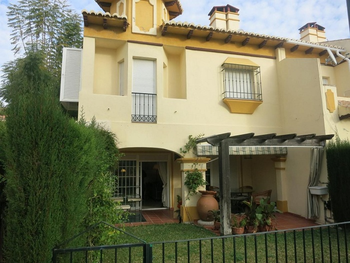House for sale on the beach in Marbella near Puerto Banus