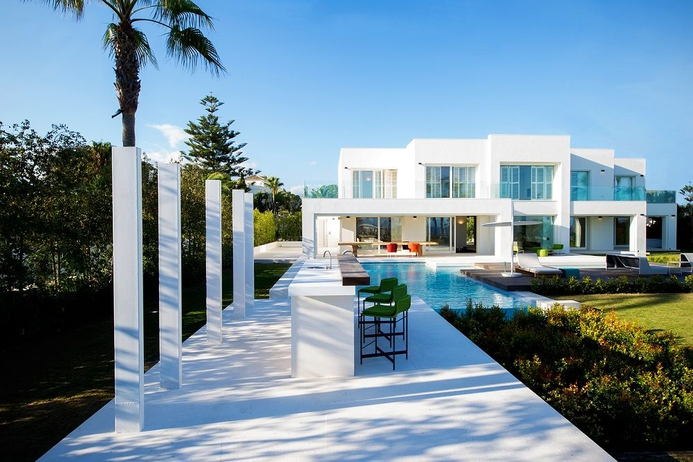 The best luxury villas by the sea in marbella - Luxury homes marbella ...