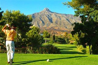 Estilo de vida golf en Marbella y a disfrutar - Inmobiliaria en Marbella centro Nevado Realty