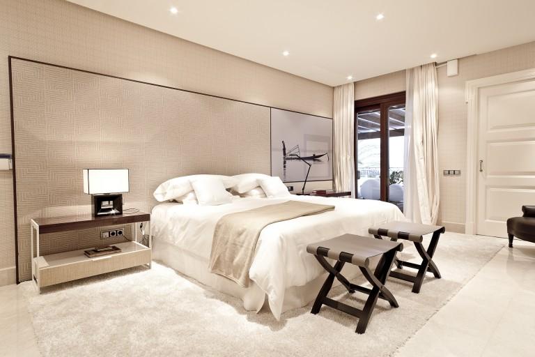 location de propri t s de luxe de longue dur e. Black Bedroom Furniture Sets. Home Design Ideas