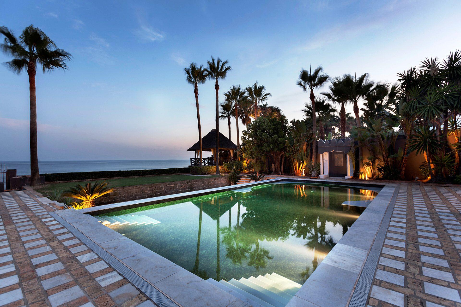 Casas de lujo en marbella for Fotos de despachos de lujo
