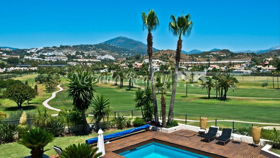 Frontline golf villa in Los Naranjos Golf