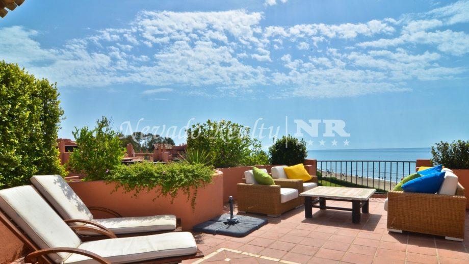 Ático con vistas panorámicas al mar en Marbella