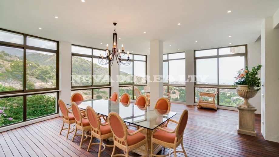Luxury dining room with sea views in Marbella