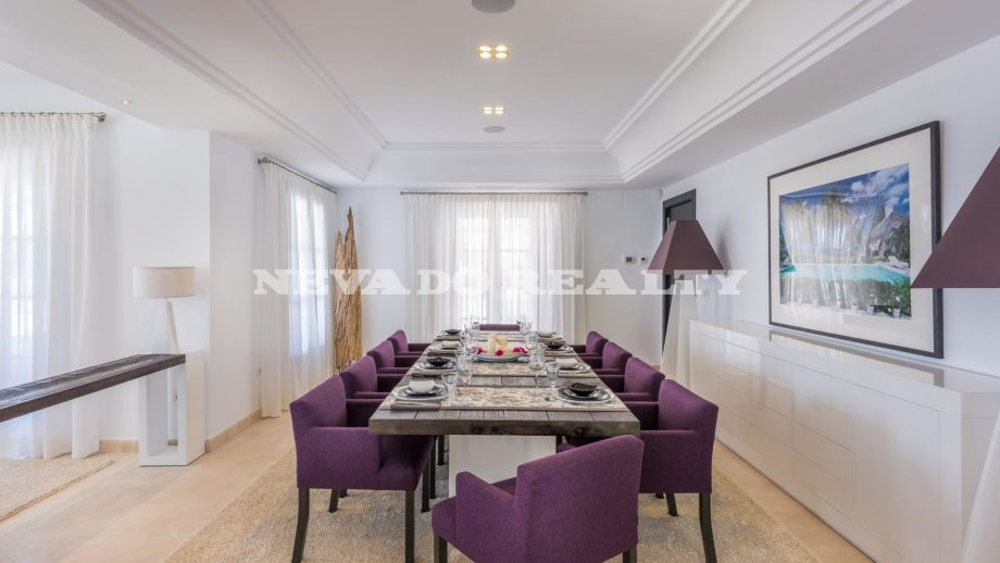Luxury villa with large dining room in Marbella
