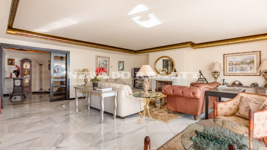 luxury-apartment-in-cipreses-del-mar-marbella