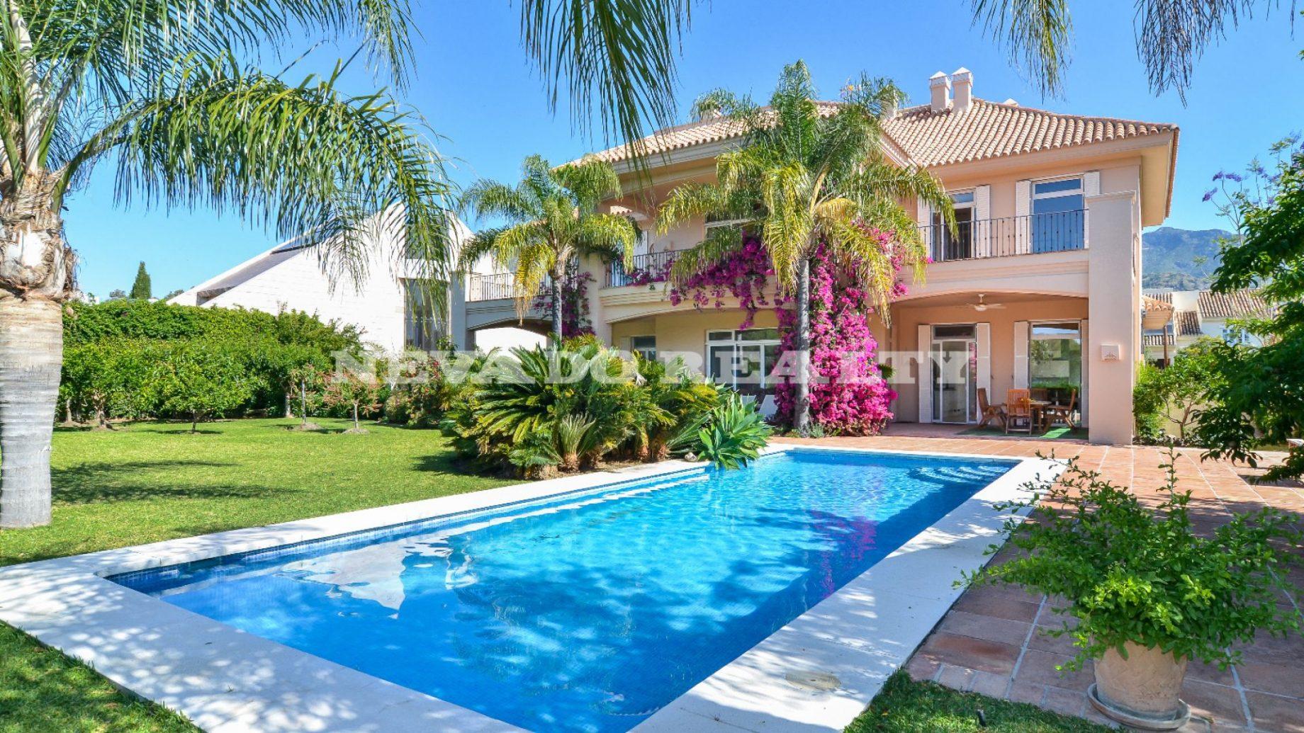 Villa a la venta en Huerta Belón, Marbella Centro - Nevado Realty