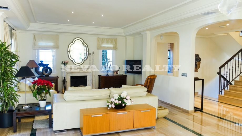 Villa for sale in Marbella Centre with sea and mountain views