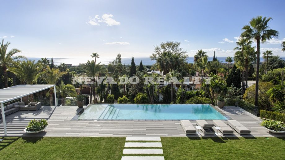 Modern villa with sea views for sale in Marbella East