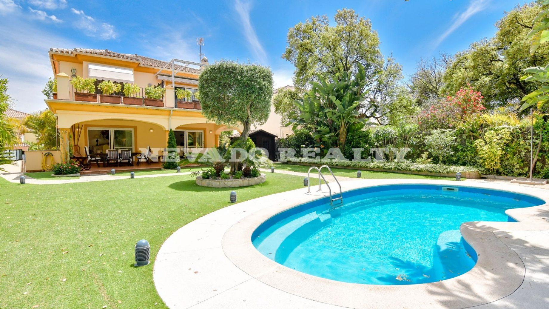 Beautiful family villa for sale in Hacienda San Manuel