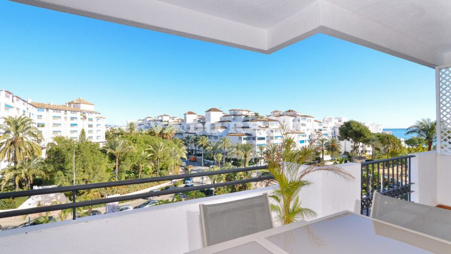 Apartment with fabulous sea views in Puerto Banus