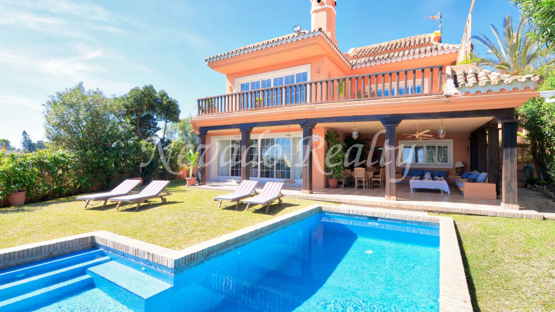 Luxury villa in Guadalmina Baja