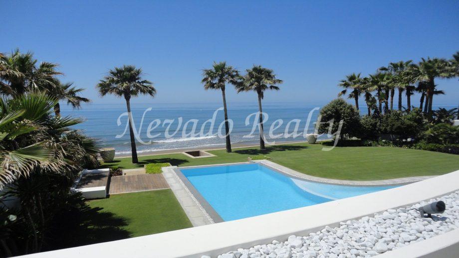 First line beach modern villa in Los Monteros