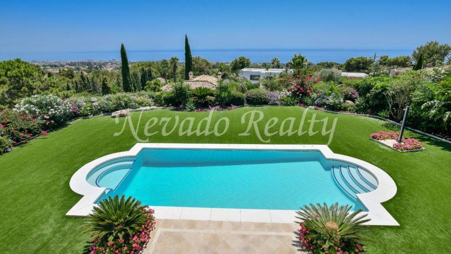 Villa with sea views for sale in Marbella