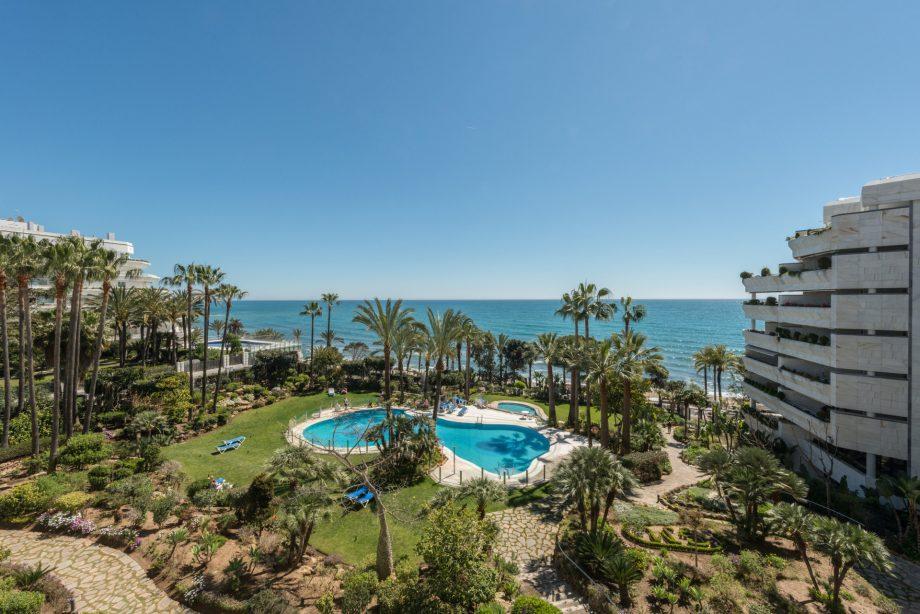 Vistas frontales al mar desde un apartamento de Gran Marbella