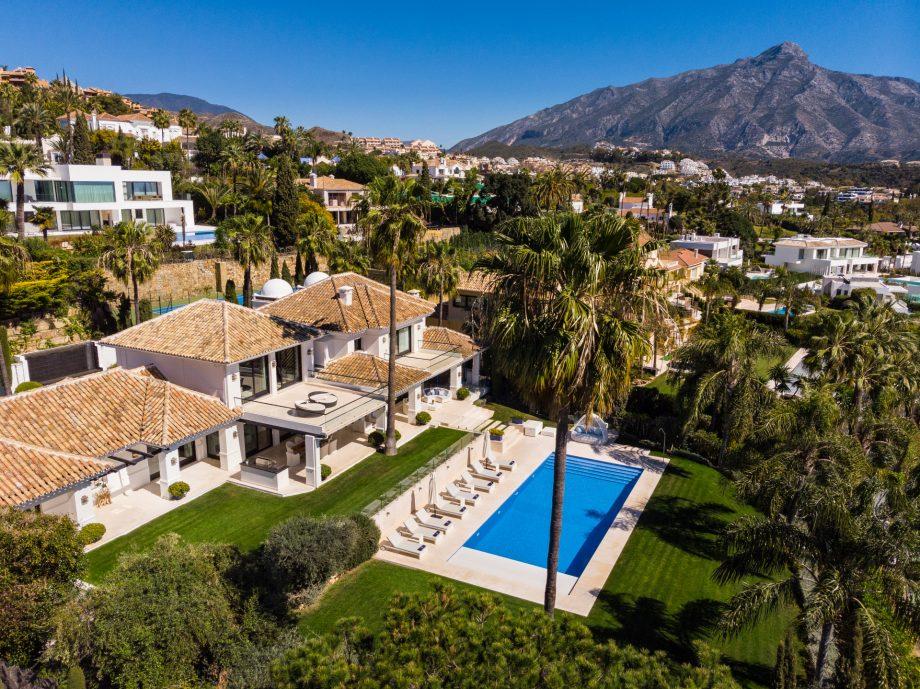 Villa de lujo junto a Los Naranjos Golf Club