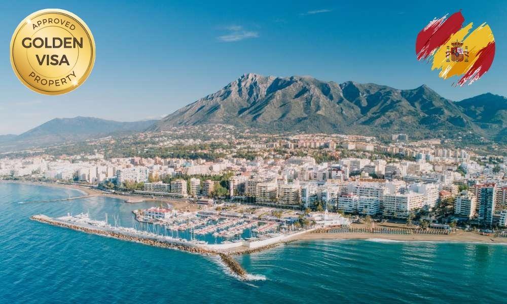 Panorámica de Marbella con logo de Golden Visa