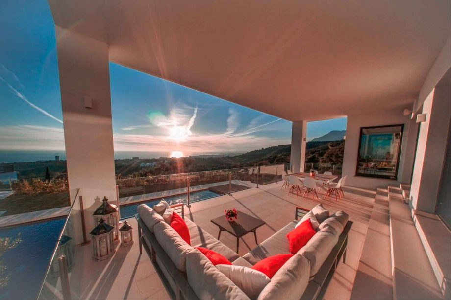 Terrace with panoramic sea views in Marbella