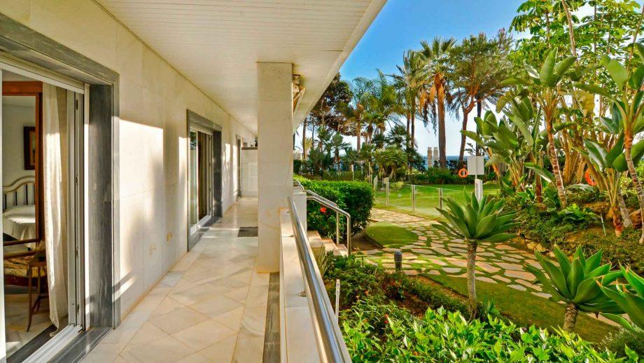 Bajo en Gran Marbella con acceso directo a la playa y el paseo marítimo