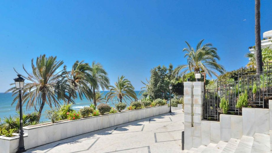 Access to the beach by the Mare Nostrum building