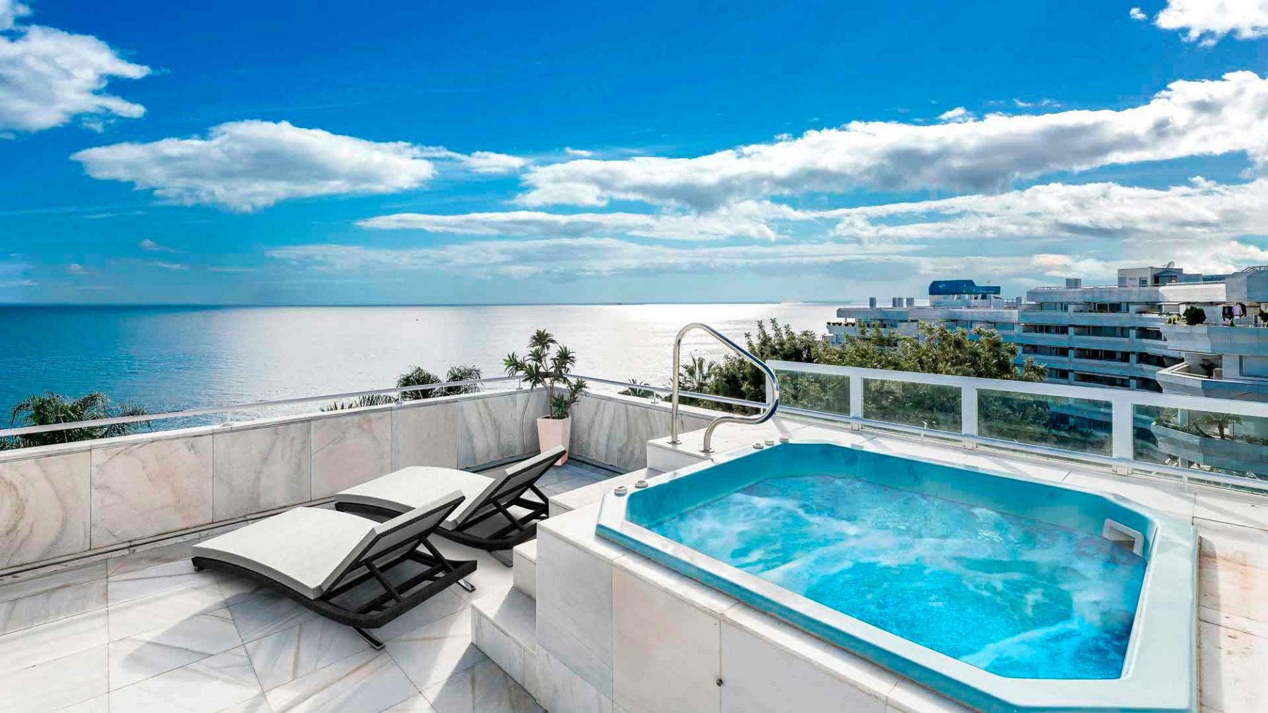 Penthouse in Mare Nostrum with panoramic sea views