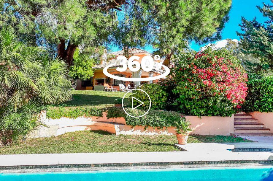 Villa à La Merced, vue sur le jardin depuis la piscine